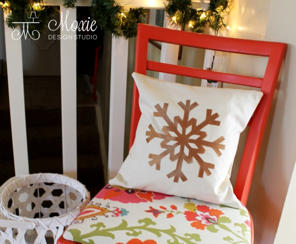 Gold_Snowflake_pillow