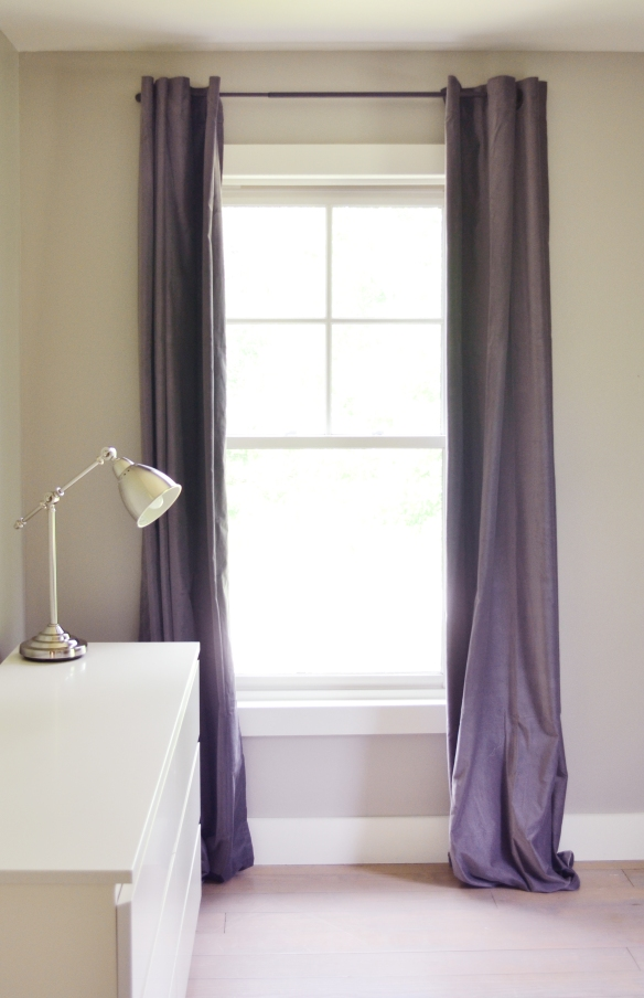 Gray_paint_gray_curtains