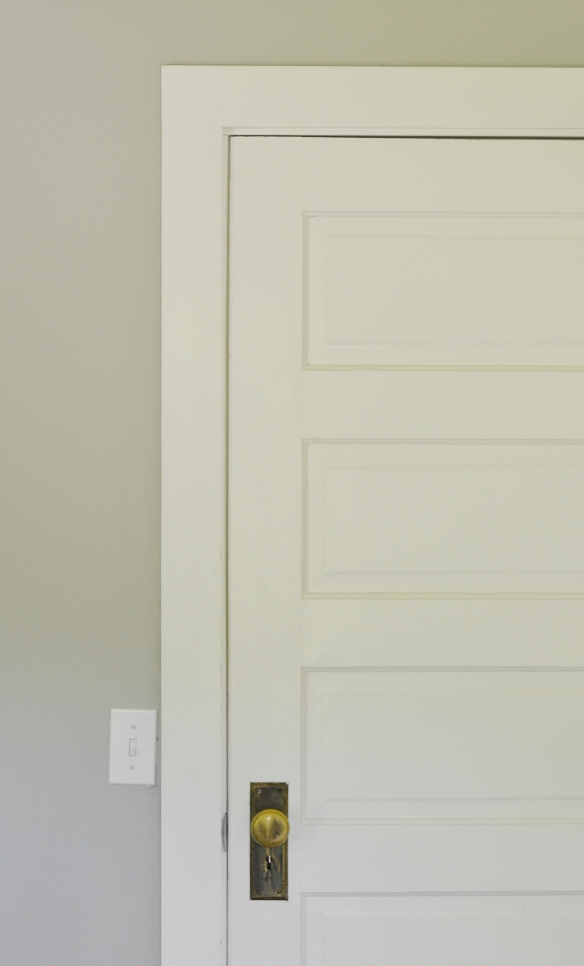 Gray_paint_white_trim